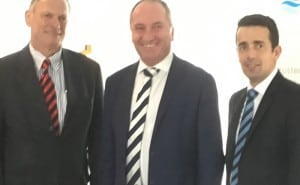 Stuart Henry (L) and Scott Michaels (R) of PPIG meeet with Deputy PM Barnaby Joyce for plumbing advocacy